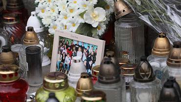 Emil B. zabił kolegę ze szkoły Kubę w piątek. Tak wyglądał plac przed szkołą dzień po zabójstwie