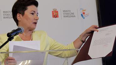 """Prezydent Warszawy Hanna Gronkiewicz - Waltz podczas konferencji nt. """"dzikiej reprywatyzacji"""""""