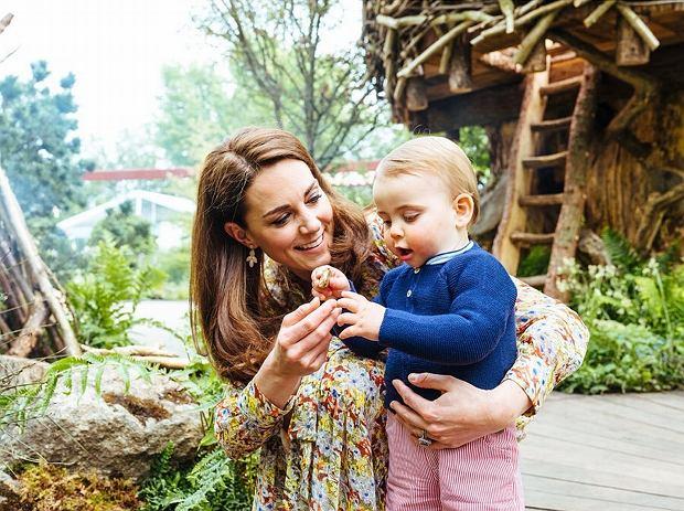 W sieci pojawiło się niepublikowane dotąd zdjęcie księcia Louisa. Fotkę otrzymał jeden z fanów rodziny królewskiej, czym pochwalił się na Instagramie.