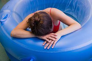 """Plusy i minusy rodzenia w wodzie. """"Dzięki porodowi w wodzie wydziela się bardzo dużo endorfin"""""""