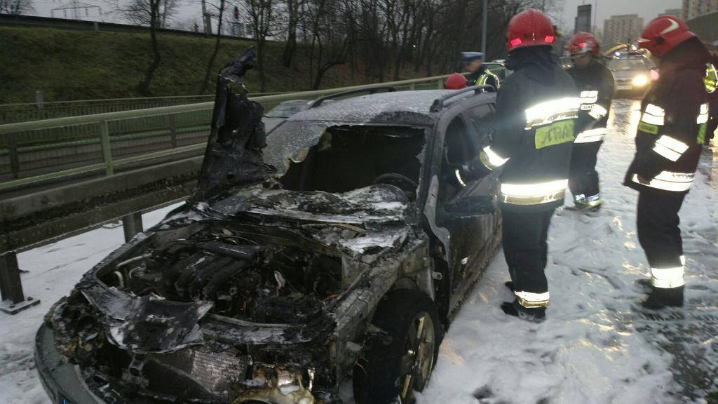 Pożar samochodu nad rondem Starzyńskiego