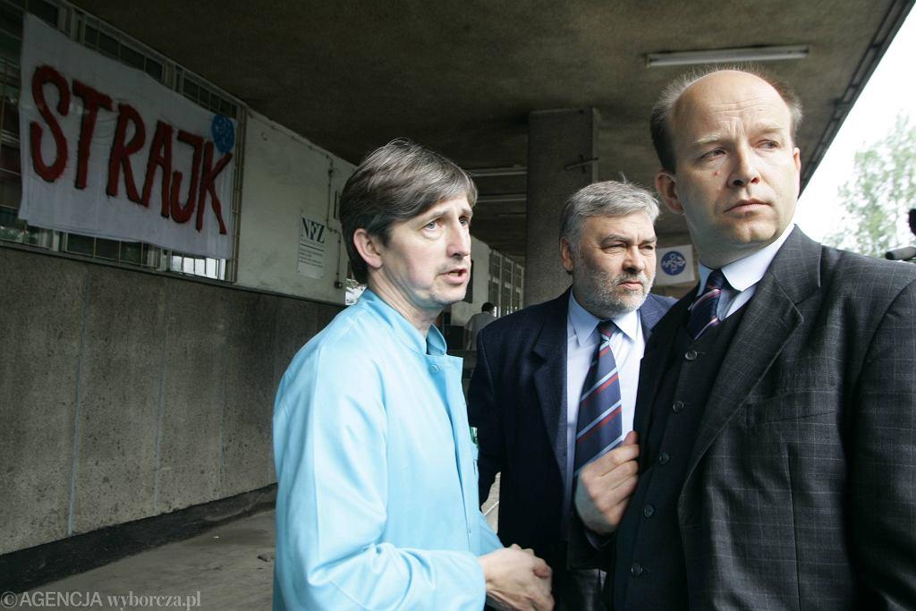 Rok 2006. Prezes Naczelnej Izby Lekarskiej Konstanty Radziwiłł popiera strajk lekarzy