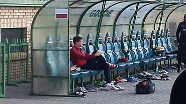 Wojciech Szczęsny ogląda trening kadry w Grodzisku Wielkopolskim z ławki