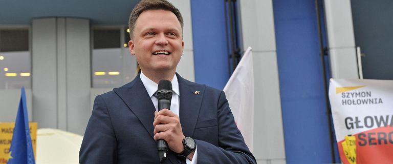 Nowy sondaż CBOS. Ruch Szymona Hołowni wyprzedził Koalicję Obywatelską. PiS liderem