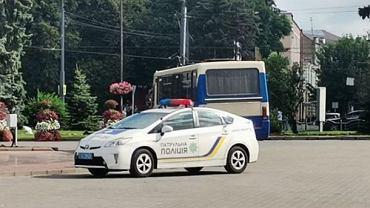 Łuck. Mężczyzna zabarykadował się w autobusie pełnym ludzi