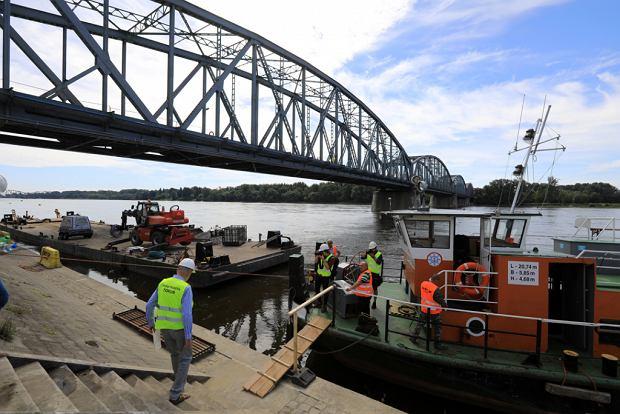 Zdjęcie numer 24 w galerii - Dziennikarze sprawdzali, jak przebiega rozbudowa starego mostu za 123 mln zł [GALERIA]