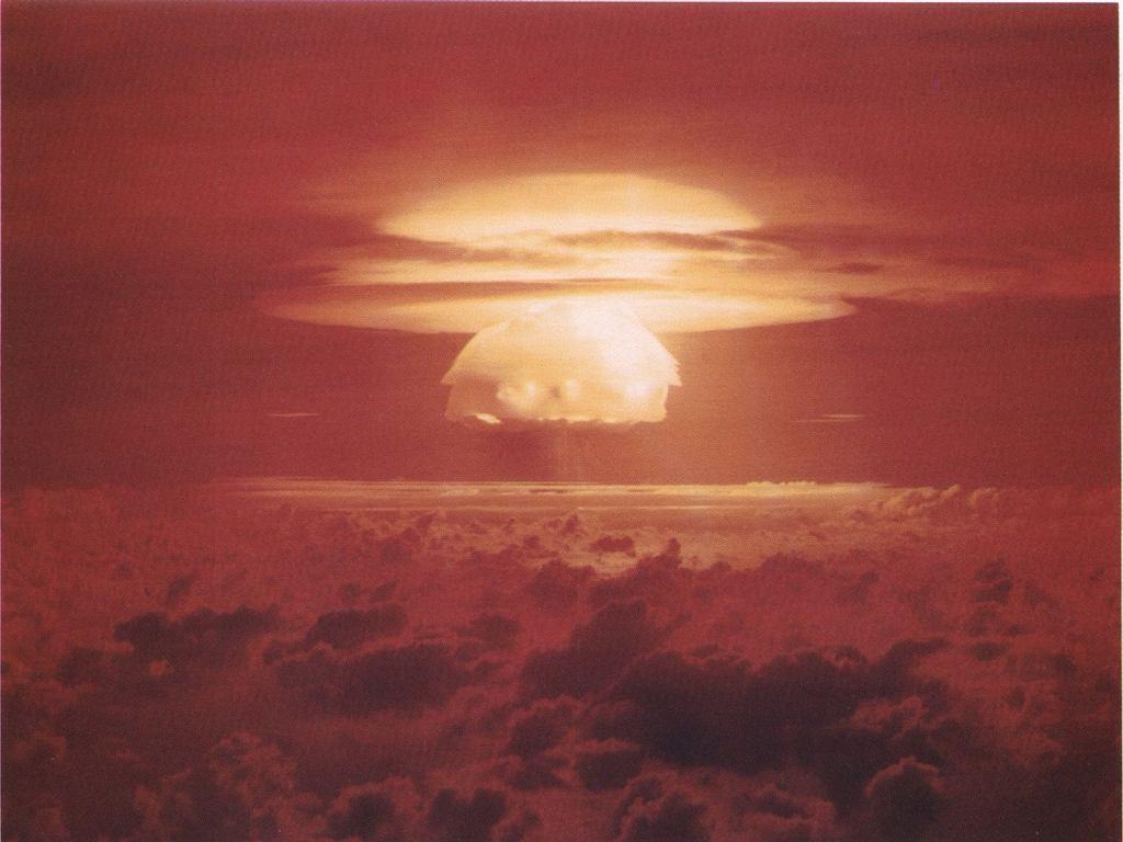 Zdjęcie testu Castle Bravo. Ładunek miał moc 15 megaton i był najsilniejszym w historii USA. Twórca koncepcji ataku jądrowego na huragany postulował użycie czegoś w tym stylu
