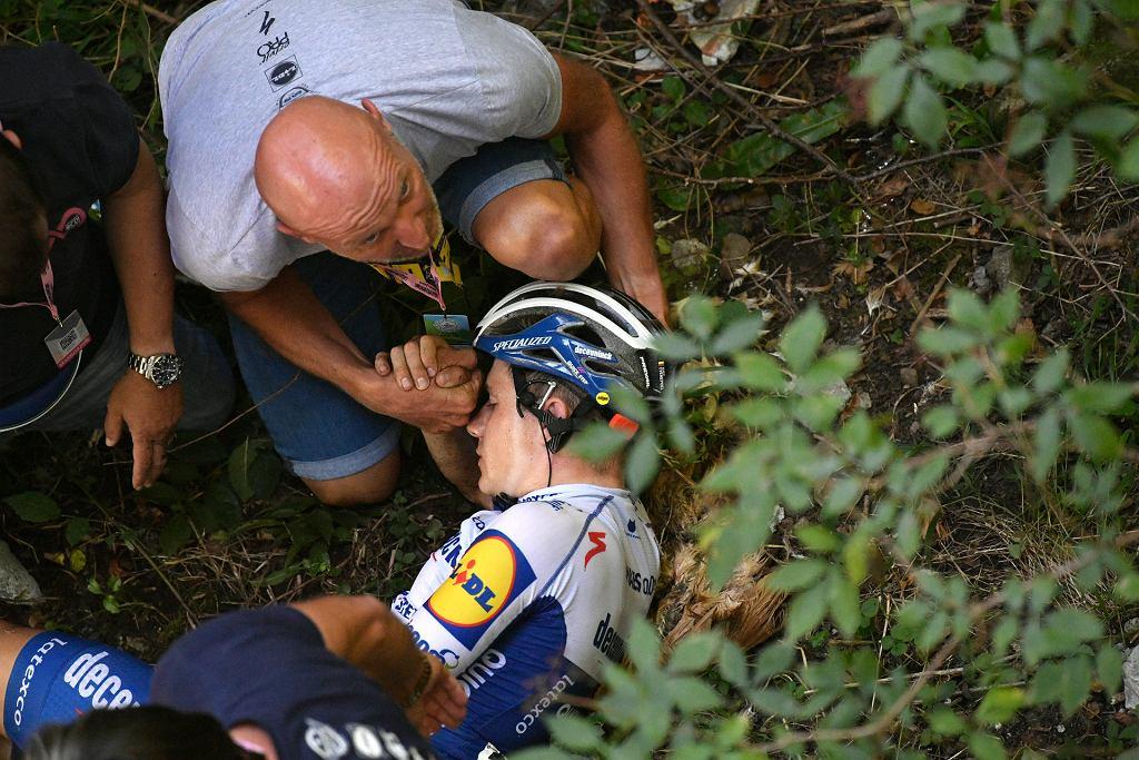 Kolarz Remco Evenepoel po kraksie w wyścigu Il Lombardia