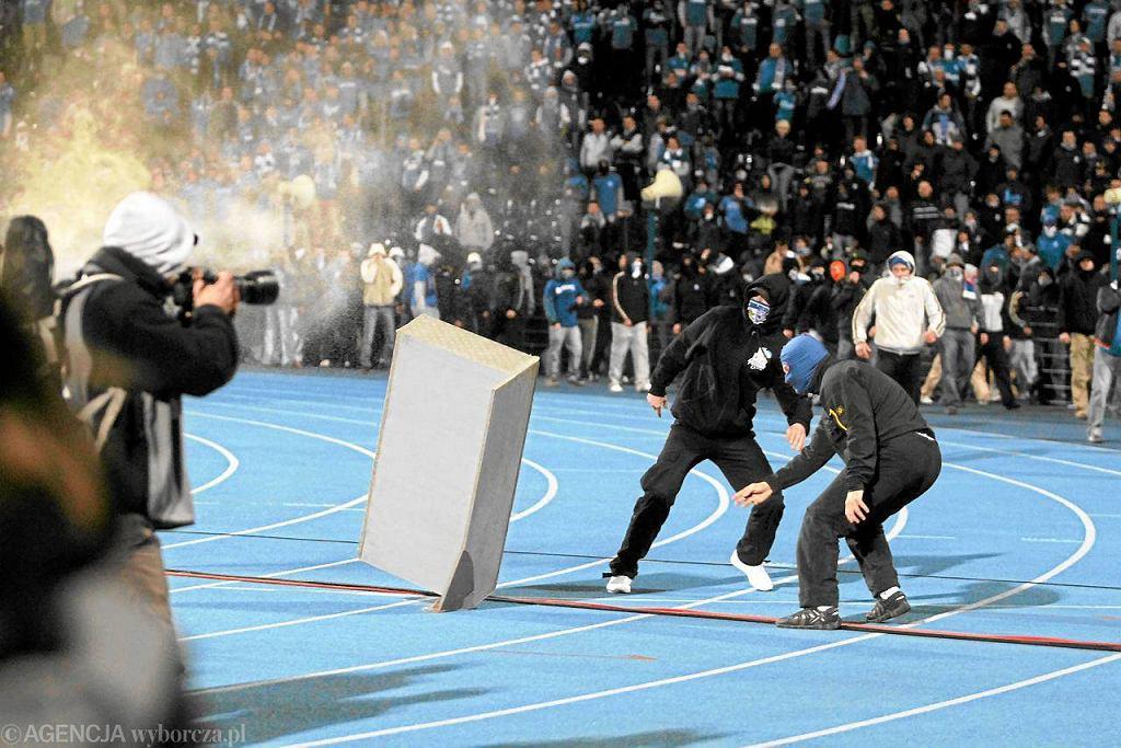 3 maja, 2011, Bydgoszcz. Finał Pucharu Polski. Zamieszki po meczu Lech Poznań - Legia Warszawa.