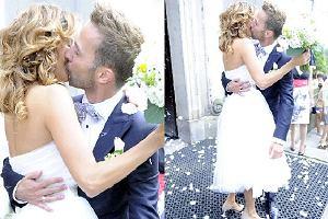Znany z serialu Barwy szczęścia, Marcin Hycnar wziął ślub z aktorką Kamilą Borutą. Ceremonia odbyła się w pięknej scenerii Lasku Bielańskiego. Uczestniczyła w niej rodzina, przyjaciele pary oraz kilku fotoreporterów. Para chętnie pozowała do zdjęć. Wybranką przystojniaka z serialu Dwójki jest 27-letnia aktorka Teatru Rampa w Warszawie. Gratulujemy!