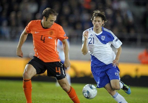 Eliminacje do Euro 2012, mecz Holandia - Finlandia, Joris Mathijsen i Kasper Hamalainen