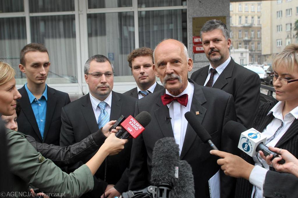 Konferencja Janusza Korwina-Mikke przed PKW
