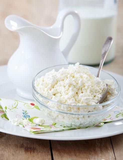 Dowiedziono, że wbrew obiegowym opiniom, więcej wapnia zawiera ser żółty niż biały