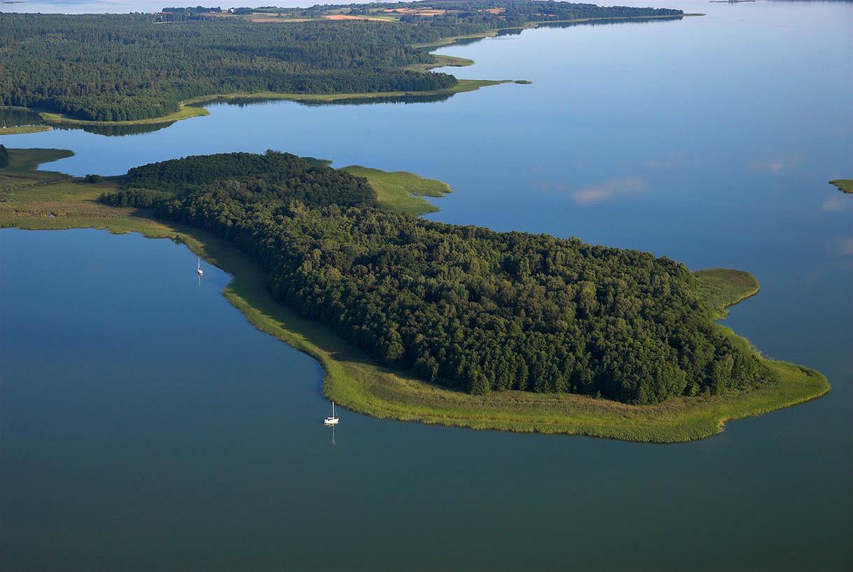 LOTNICZE. Warm-Maz. Jezioro Kisajno, wyspa Wlk. Kiermuza.