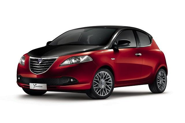 Lancia Ypsilon Black&Red (Argilla Red/Volcano Black)