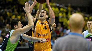 John Turek (z piłką)