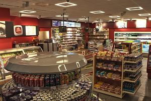 Ile mięsa w parówkach z hot dogów na stacjach benzynowych? Maksymalnie aż 64 proc.
