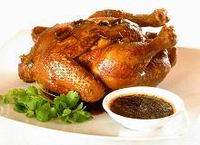 Młoda kura nadziewana macą, rabarbarem, orzechami i miodem - ugotuj