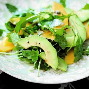 Sałatka z mango i awokado z sosem z marakuji