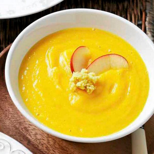 Zupa krem z warzyw korzennych i jabłka