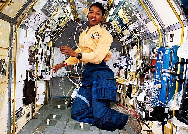 Mae Jemison w Spacelab Japan (SLJ) w trakcie misji STS-47