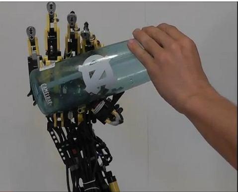 Sztuczna ręka zbudowana z Lego