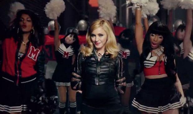 Madonna - Give Me All Your Luvin fot. stopklatka z teledysku