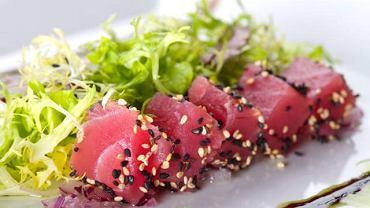 Tuńczyk, jak wszystkie ryby morskie, zawiera jod i najwięcej kwasów tłuszczowych