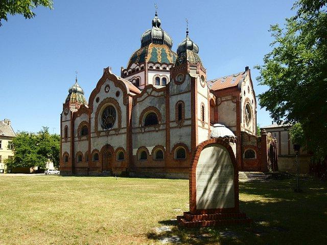 Subotica secesyjna synagoga | Subotica secesyjna synagoga projektu węgierskich architektów Komora i Jakaba / fot. cityhopper/FotoForum.gazeta.pl