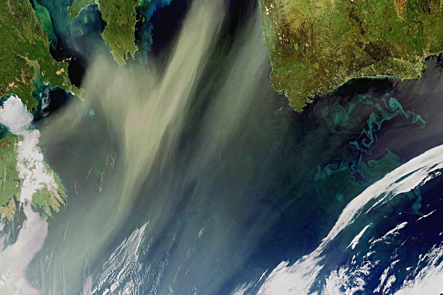 Plankton i pył na Atlantyku sfotografowane z satelity Envisat