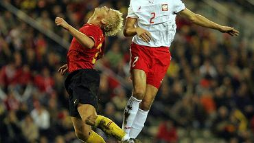 Pomocnik Dariusz Dudka (z prawej) podczas meczu Polska - Belgia, 2006 r.