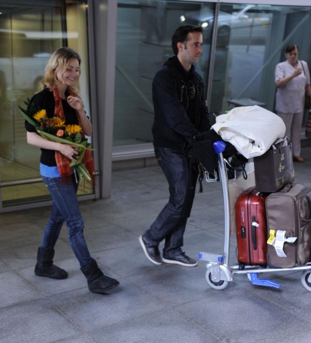 NZ. Iza Miko wraz z narzeczonym po dluszej nieobecnosci przylecieli do kraju, Wa-wa, 04.05.2012,  Fot.: Radoslaw NAWROCKI / FORUM