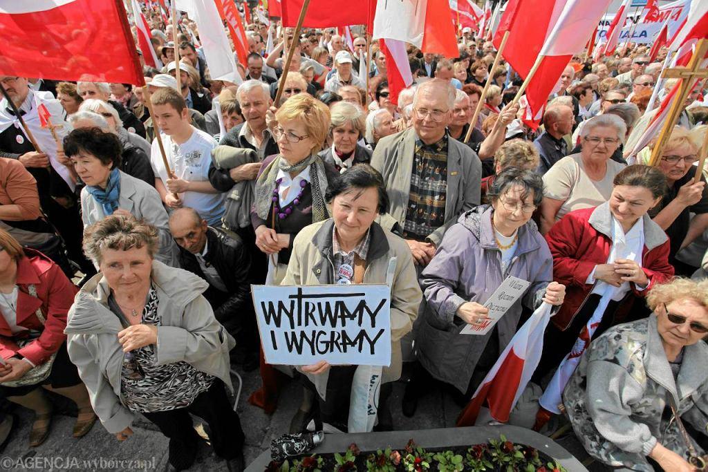21 kwietnia, Warszawa. Kilkudziesięciotysięczny marsz w obronie Telewizji Trwam