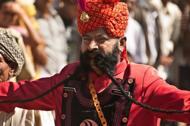 Konkurs na najdłuższe wąsy w indyjskim Pushkar. Na zdjęciu J.S.Chauhan. Z takim zarostem zajął drugie miejsce!