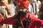 Konkurs na najdłuższe wąsy w indyjskim Pushkar. Na zdjęciu J.S.Chauhan, Zarost: wąsy dla twardzieli, pielęgnacja, zarost