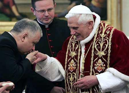 https://bi.im-g.pl/im/8/3133/z3133558Q,Lech-Kaczynski-u-papieza-Benedykta-XVI--2006-r-.jpg