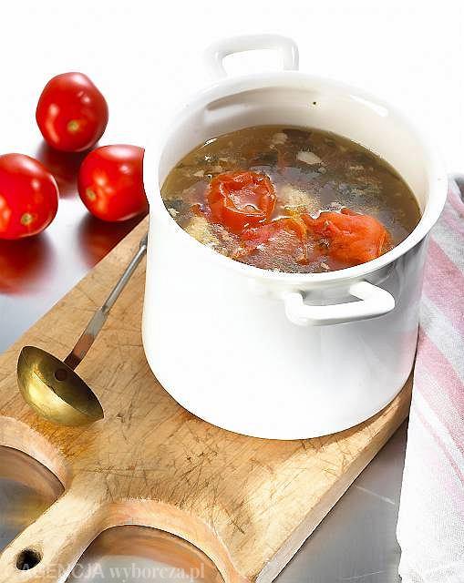 Lesso di manzo - wołowina z pomidorami, cebulą i bazylią