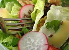 Sałata z rzodkiewek, szpinaku i białego sera - ugotuj