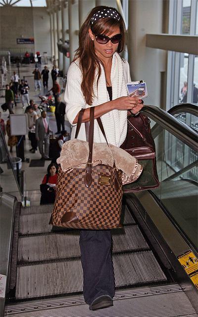 Vanessa Minnillo w podróż zabiera własny kocyk!