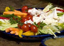 Surowe warzywa z sosem anchois - ugotuj