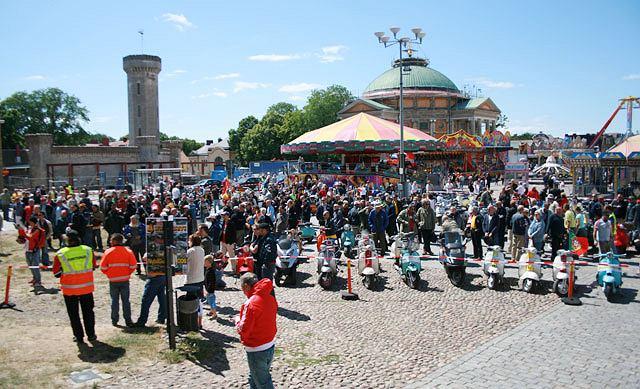 Rynek w Karlskronie został opanowany przez ok. 700 skuterów