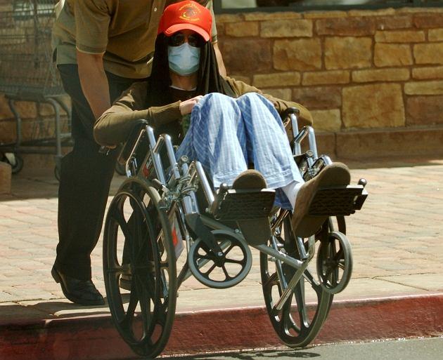 michael jackson na wózku inwalidzkim