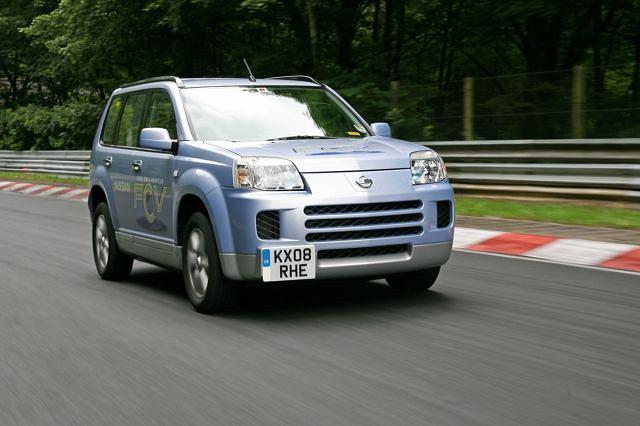 Nissan X-Trail FCV na torze Nurburgring