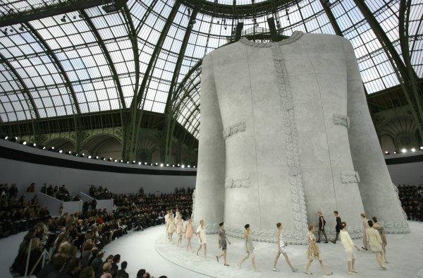Pokaz haute couture Chanel (Fot. AP/THIBAULT CAMUS)