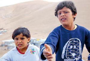 Beduińskie dzieciaki od razu wyciągają rękę w nadziei, że dostaną ode mnie