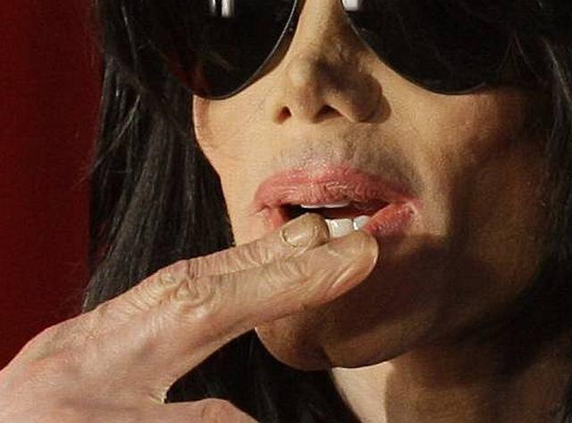 Michael Jackson na konferencji prasowej w Londynie.