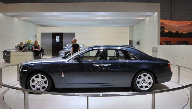 Rolls-Royce zadebiutował w Genewie jako 200EX. Teraz już wiemy, że będzie nazywał się Ghost