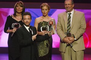 Katey Sagal, David Faustino, Christina Applegate and Ed O'Neill ze ''Świata według Bundych'' otrzymali nagrodę za innowację (Innovator award).