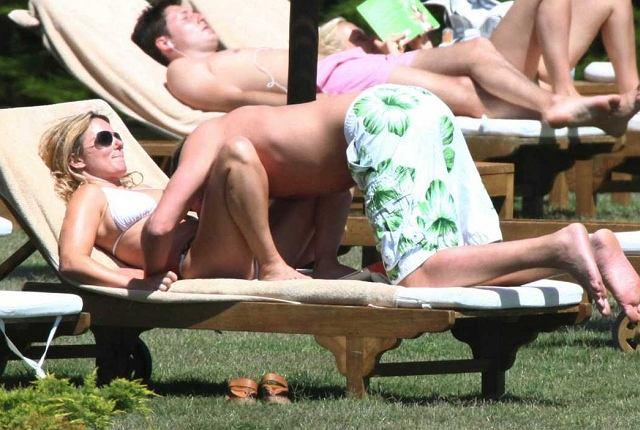 Jeśli czytając tytuł pomyśleliście o czymś sprośnym, to musimy was rozczarować. Geri i jej chłopak po prostu świetnie bawią się na plaży korzystając ze słońca i wody. Szczerze mówiąc zazdrościmy im. Na szczęście już niedługo wakacje!