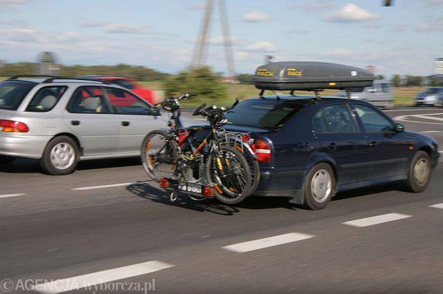 Jeśli w środku zabraknie miejsca, zawsze można zabrać rowery, czy dodatkowy bagaż umieszczając to wszystko na zewnątrz